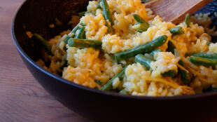 Un risotto au citron et aux haricots. (Image d'illustration)