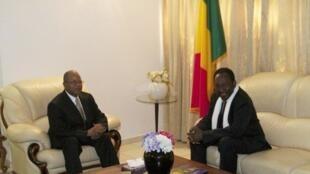 Sabon Firaministan kasar Mali Diango Cissoko yana ganawa da  Diocounda Traoré, a fadar Shugaban kasa a birnin Bamako