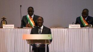 Le président ivoirien Alassane Ouattara s'adresse au Congrès à Yamoussoukro le 5 mars 2020, annonçant qu'il ne se présenterait pas aux élections d'octobre 2020.