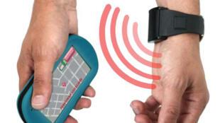 La montre GPS mise au point par la société Kéruvé, présentée à Paris le 21 septembre 2011 à l'occasion de la Journée mondiale de la maladie d'Alzheimer.