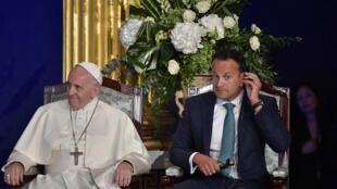 Le Premier ministre irlandais Leo Varadkar lors de sa rencontre avec le pape François, le 25 août 2018, au château de Dublin.
