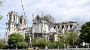 As obras na Catedral de Notre-Dame de Paris após o incêndio de 15 de Abril de 2019.
