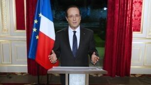 O presidente francês, François Hollande, durante pronunciamento nesta segunda-feira para desejar feliz Ano Novo aos franceses.