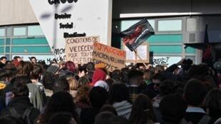 Manifestação dos estudantes em Lyon.