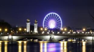 «Око Парижа» 17 лет подряд сопровождает парижан во время зимних каникул.