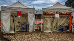 CUBES : chambres d'urgences biosécurisées pour épidémies, montées dans le Centre de traitement d'EBOLA de Béni installé par l'ONG Alima. 24 août 2018
