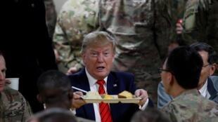 美国总统特朗普突访阿富汗与驻阿富汗美军共度感恩节。