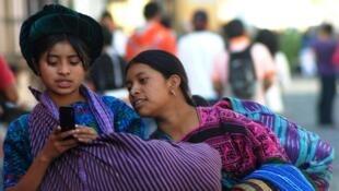 Dos jóvenes guatemaltecas. Foto referencial