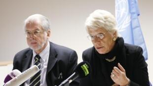 Os especialistas da ONU Paulo Sérgio Pinheiro e Carla del Ponte durante a apresentação do relatório em Bruxelas.