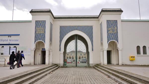 巴黎專門收治外國患者的阿維塞納醫院的大門。