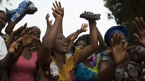 Réactions de joie après le discours d'Alexandre-Ferdinand Nguendet, président par intérim de la Centrafrique, le 13 janvier 2014.