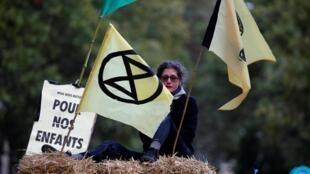 Активисты XR в центре Парижа. 7 октября 2019 г.