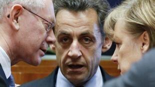 Саммит Евросоюза. (слева - направо) Президетн Совета Европы Херман ван Ромпей, Николя Саркози и Ангела Меркель