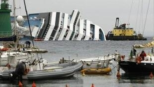 Salvage efforts at the wreck of the Costa Concordia