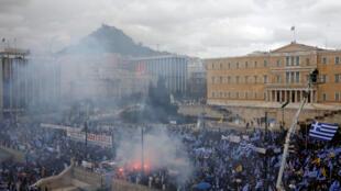 По данным полиции, манифестантов свозили в Афины со всей страны.