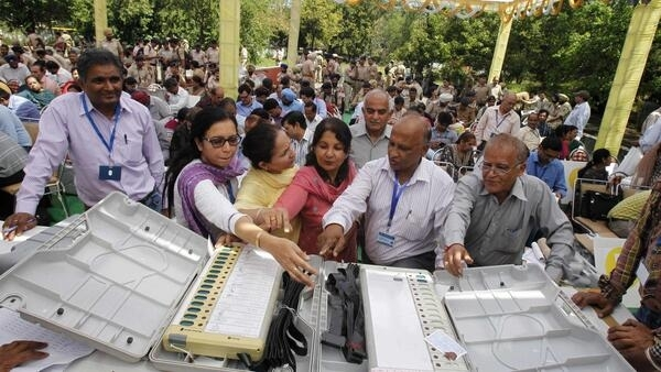 Polling officials check electronic voting machines in the northern Indian city of Chandigarh, 9 April, 2014