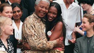 Mia Farrow (L) has said that at a 1997 party thrown by Nelson Mandela (C), Charles Taylor gave a raw diamond to Naomi Campbell (R)