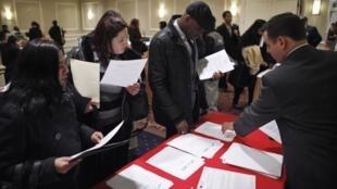 Recrutamento de emprego em uma feira de Nova York.