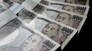 Giấy bạc 10.000 yen Nhật.