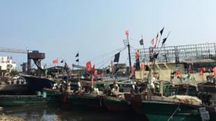 Ảnh minh họa: Đội tàu cá Trung Quốc ở cảng Đàm Môn (Tanmen), Hải Nam. Ảnh chụp ngày 05/04/2016.