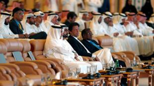 """نخست وزیر و معاون رئیس جمهور امارات متحده عربی """"شیخ محمدبنالرشید المختوم"""" و نخستوزیر پاکستان """"عمران خان""""، از معدود میهمانانی هستند که در کنفرانس سرمایهگذاری ریاض موسوم به """"داووس صحرا"""" شرکت کردند. سهشنبه اول آبان/ ٢٣ اکتبر ٢٠۱٨"""