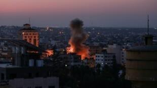 ផ្ទះមេបញ្ជាការក្រុមជីហាតអ៊ីស្លាម នៅតំបន់ហ្កាហ្សា រងគ្រាប់របស់អ៊ីស្រាអែល (AFP Photo/BASHAR TALEB)