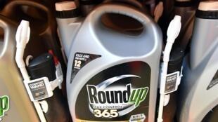 A Monsanto, produtora do herbicida Roundup, foi condenada a pagar US$ 2 bilhoes a um casal de americanos