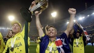 Australia's Brad Haddin (L) and team mate David Warner hold the Cricket World Cup trophy after receiving it from  ICC chairman N Srinivasan