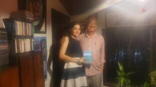 Arnold Antonin, accompagné de Camille Robitaille, agent littéraire de l'écrivain Dany Laferrière.