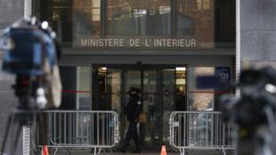 A sede da delegacia anticorrupção, em Nanterre, onde o ex-presidente francês Nicolas Sarkozy depõe pelo segundo dia, nesta quarta-feira (21).