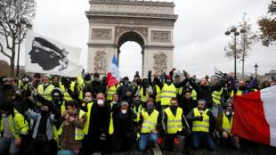 В Париже на митингах работали около четырех тысяч полицейских