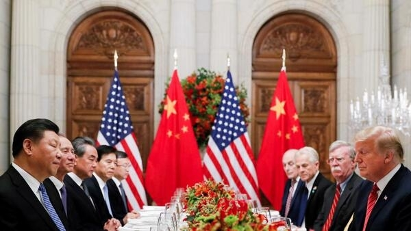 阿根廷G20特习会,照片上,两人瞬间闭上了眼睛。