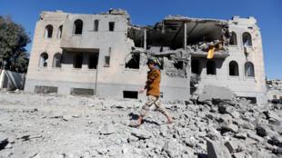 Un camp de prisonniers tenus par les rebelles houtis a été bombardé mercredi 13 décembre par la coalition sous commandement saoudien.