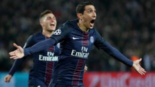 O argentino Angel Di María comemora o primeiro gol do PSG contra o Barcelona pela Liga dos Campeões.