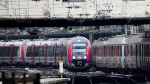 SNCF anuncia que apenas 12% dos TGVs vão circular por conta da greve na terça-feira, 3 de abril de 2018.