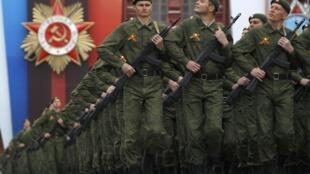Des soldats russes défilent sur la place Rouge à Moscou le 9 mai 2011 (Image d'illustration).