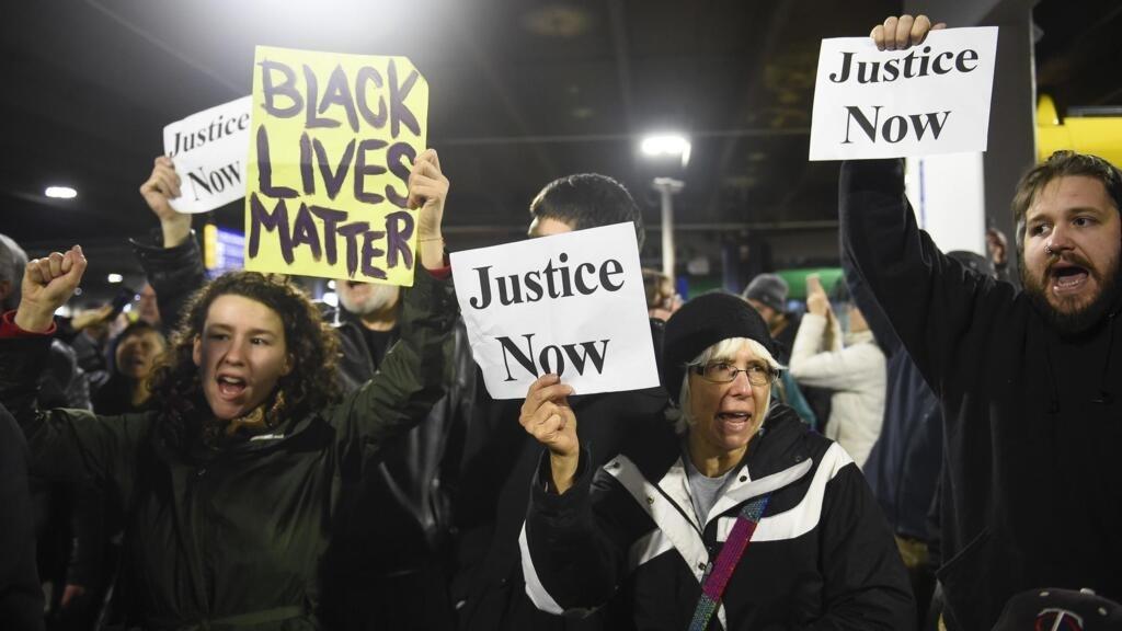 Mort de George Floyd: marche de soutien au mouvement Black Lives Matter à Dublin
