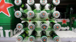 Caixa de cerveja Heinaken em um supermercado. O grupo holandês anunciou na segunda-feira, 13 de fevereiro de 2017, a compra da Kirin Brasil.