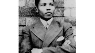 Avant de devenir une légende, Mandela, le jeune étudiant en Droit incarne son premier prénom : Rolihlahla, qui signifie en langue Xhosa «fauteur de troubles».