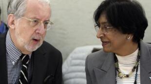 A alta Comissária para os direitos humanos da ONU, Navy Pillai, conversa com o brasileiro Paulo Sérgio Pinheiro, membro da comissão de investigação da organização, pouco antes da sessão extraordinária  sobre a situação na Síria.