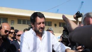 """De visita en Sicilia el domingo 3 de junio, el ministro del Interior y líder de la extrema derecha, Matteo Salvini reafirmó la """"toleracia cero"""" del gobienrno frente a los inmigrantes."""