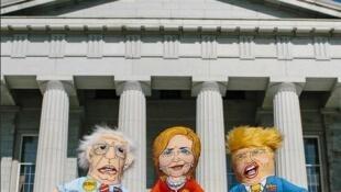 Игрушки для домашних животных — куклы Дональда Трампа (справа), Хиллари Клинтон и Берни Сандерса