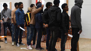 Người nhập cư đăng ký tị nạn tại một trung tâm ở Erding, gần Munich, Đức, ngày 15/11/2016.