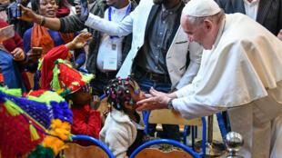 Sensibilidade do papa ao drama dos migrantes provocou reação de líderes de extrema direita.