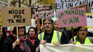 Marcha por el clima, en París. Los manifestantes no aceptaron suspender el evento ni posponerlo a pesar de la manifestación de los chalecos amarillos.