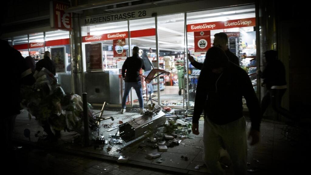Allemagne: des affrontements éclatent entre des centaines de personnes et la police à Stuttgart