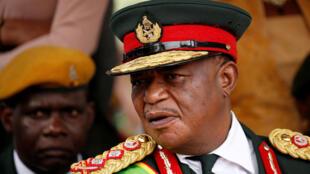 Le général Constantino Chiwenga (ici le 24 novembre 2017), chef de l'armée pendant près de quinze ans, a désormais troqué son habit militaire pour un costume de vice-président.