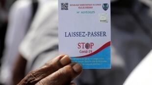 Epidémie de coronavirus en RDC: il faut se munir d'un laissez-passer pour pouvoir circuler dans les quartiers sous confinement total (illustration), Gombe, Kinshasa, le 6 avril 2020.