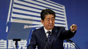 Thủ tướng Shinzo Abe trong buổi họp báo tại Tokyo, ngày 23/10/2017, sau chiến thắng lập pháp.