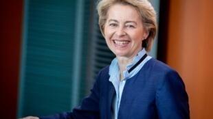 Atual ministra da Defesa da Alemanha se tornou comissária europeia, no lugar de Jean-Claude Juncker.
